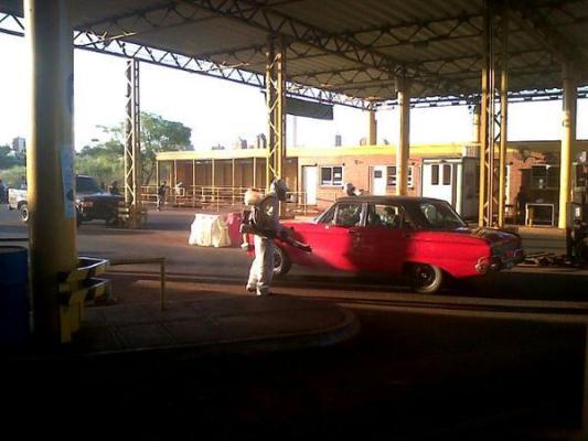 Fumigan los autos que ingresan desde Encarnación.