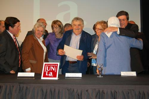 El presidente del Uruguay, Pepe Mujica recibió un Honoris Causa en la Argentina.