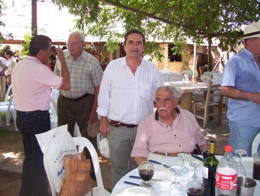 Juan Manuel Sureda y el cantor y poeta Salvador Miqueri, de 85 años.