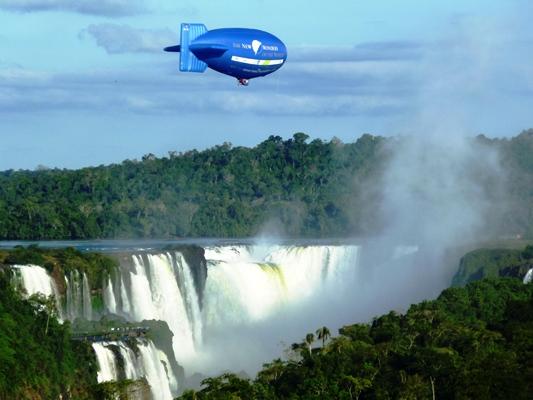 El zeppelin de New Seven Wonders cuando sobrevoló las Cataratas.