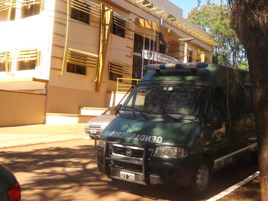El allanamiento realizado ayer en sedes policiales de Iguazú.