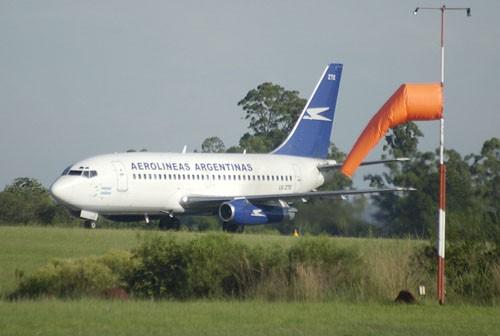 El General San Martín recibió al aúltimo vuelo el domingo por la noche y desde entonces espera al avión verificador.