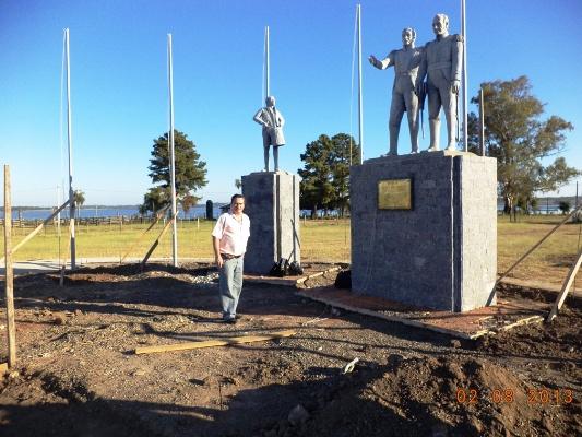 Monumento al Tamborcito de Tacuarí  y a los generales Belgrano y Cabañas.