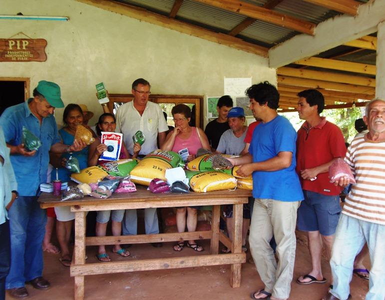 Entregaron semillas a productores de Puerto Piray.