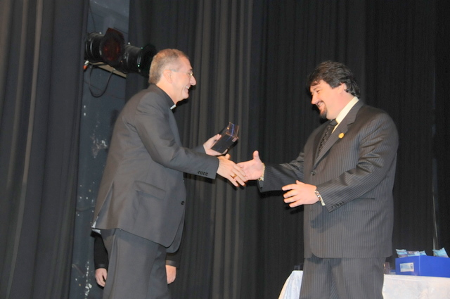 El gobernador junto al obispo de Posadas Juan Rubén Martinez