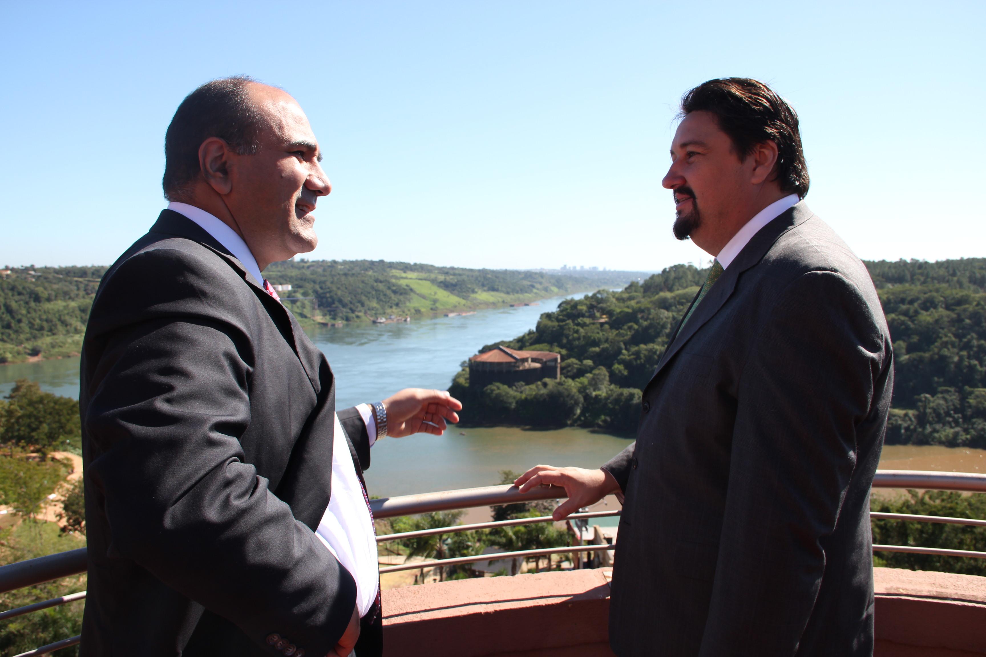 Manzur y Closs se reunieron para definir avances del Instituto de Medicina Tropical.
