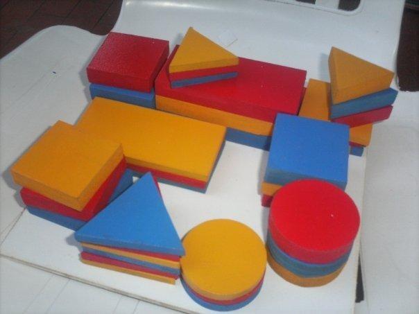 La psicopedagoga pudo comprar sets standarizados de juegos más baratos en Buenos Aires.