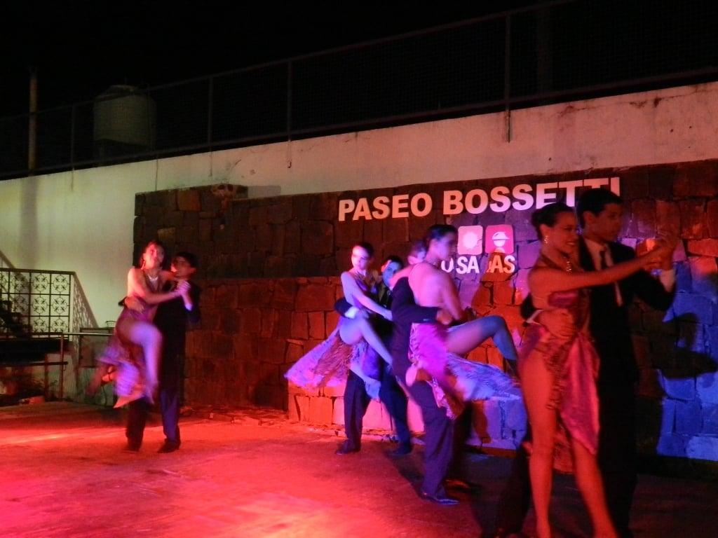 Tango en el paseo Bosetti, una de las actividades del fin de semana
