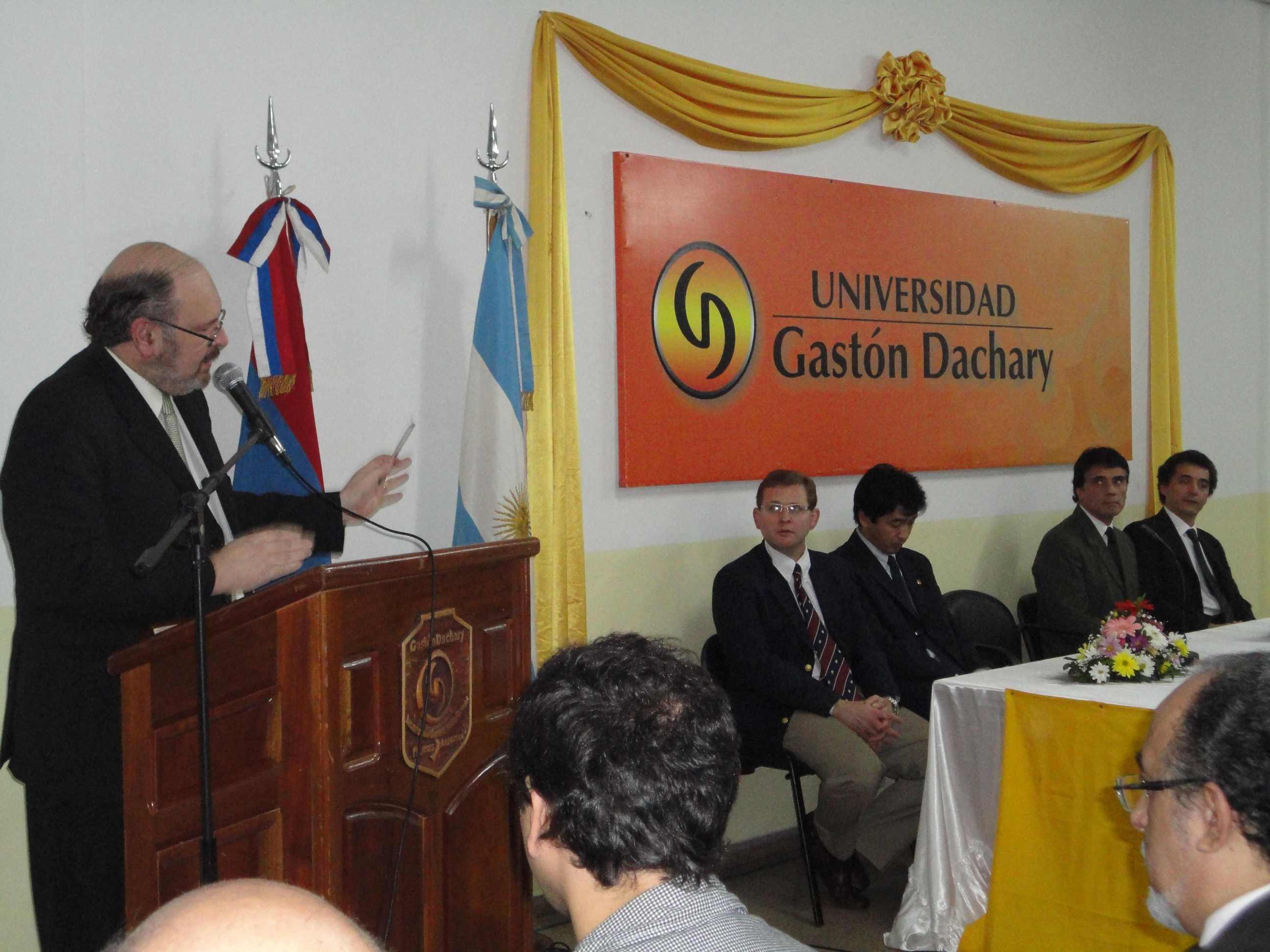 El rector de la UGD, Luis Lichowski dará la bienvenida a los participantes en el simposio.