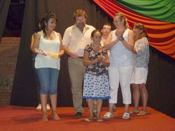 Elena Da Cruz, de Los Helechos, a sus 71 años, servicial con los vecinos.
