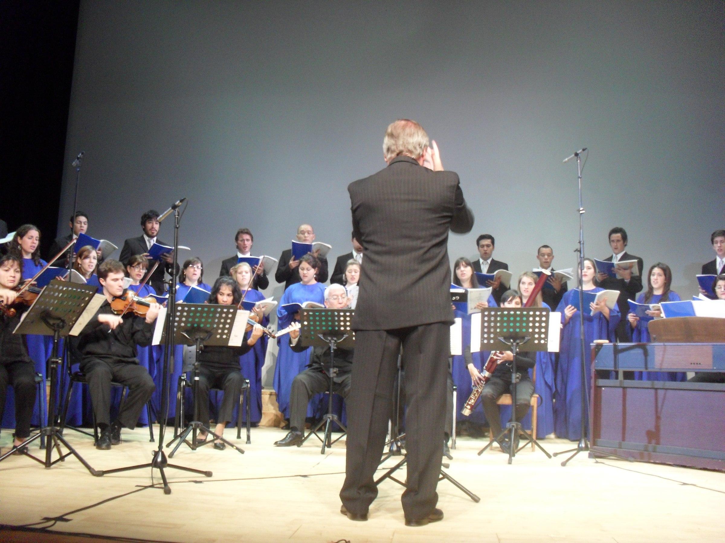 El Coro Universitario actuará hoy en la parroquia San Antonio.