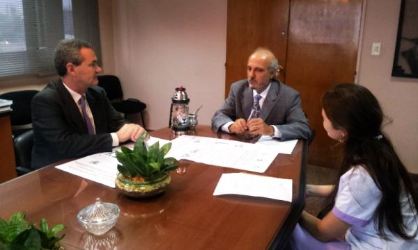 El ministro Jacobo recibió a Gustavo Abrile y a Karina Harasemchuk.