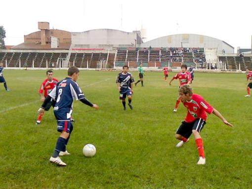 La Franja es puntero de la zona Norte del Argentino A y sueña con la B Nacional. (Archivo)