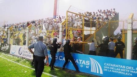 """El pasado 22 de Abril los hinchas de la """"T"""" se enfrentaron con la policía en Santa Inés."""