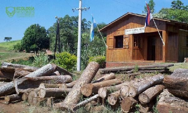 Puesto de control forestal en El Soberbio.