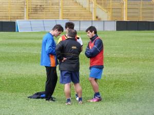 Esta mañana el DT dispuso de un ensayo futbolístico buscando el once para el debut.
