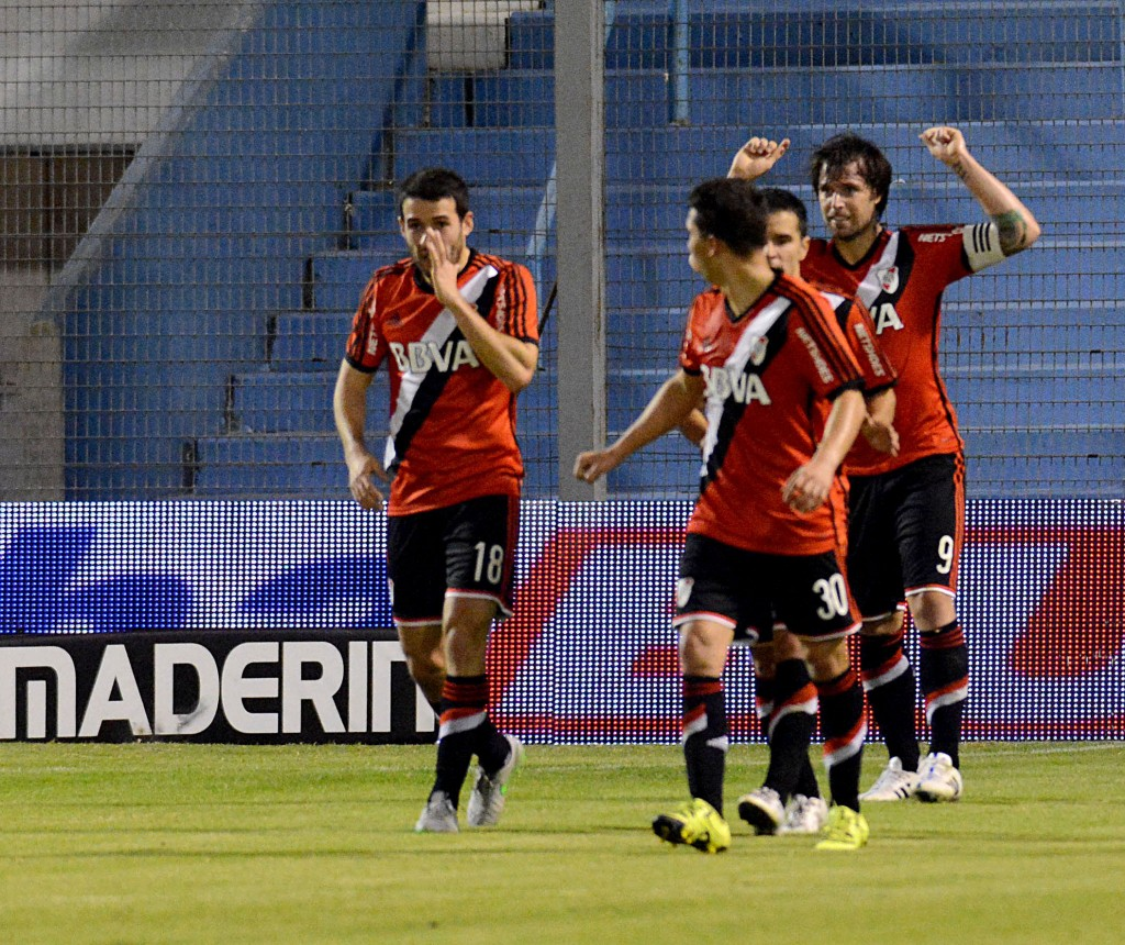 Rafaela, Festejos de los jugadores de River tras uno de los goles  con los que su equipo concretó una goleada ante Atlético Rafaela 5-1 por la 17ma. fecha del torneo de primera división que se jugó en el Nuevo Monumental de Rafaela.