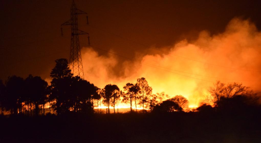 Incendios en Córdoba: dos focos activos, 74 evacuados y riesgo extremo en la provincia