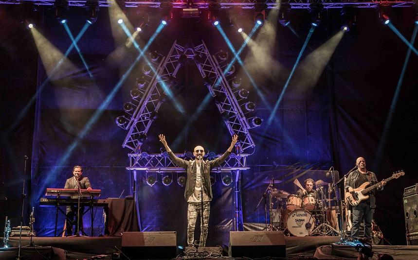 Un gran abrazo musical y genuina entrega de Abel Pintos en Posadas
