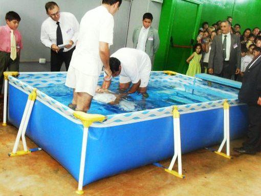 Tras el bautismo se convierten en nuevos ministros Testigos de Jehová. (Foto archivo).
