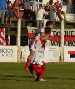 Guaraní goleó 4 a 0 a Juventud Unida y se acerca al ascenso