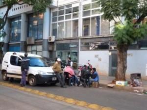Levantaron el corte de la calle Ayacucho frente al Correo