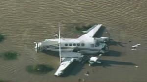 Cayó una avioneta privada en el Río de la Plata: rescatan a los sobrevivientes