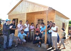 El Cer reconstruyó una casa y solucionó el sistema de distribución del agua en el barrio Prosol II