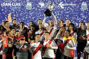 De festejo en festejo: River le ganó a San Lorenzo y es el Súper Campeón argentino