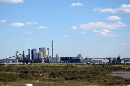 La Argentina recurrirá a la Corte de La Haya por el conflicto de la pastera que opera en el río Uruguay