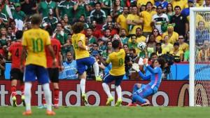Brasil aplastó a Camerún y evitó a Holanda