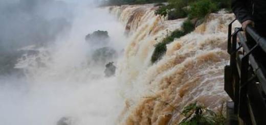 Ante la crecida del Iguazú aplican protocolo de seguridad en el área Cataratas