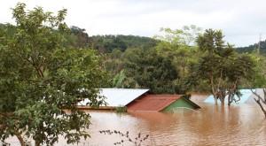 El río Uruguay comenzó a bajar, pero hay 7350 evacuados