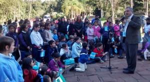 Más de 500 estudiantes participaron de las actividades por el Día de la Bandera en el Parque de la Cruz