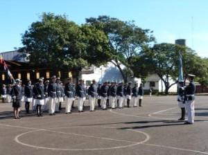 Alumnos del cuarto año del liceo Storni juraron a la Bandera