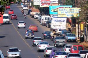 Proyectan que en la avenida Uruguay no se pueda girar a la izquierda