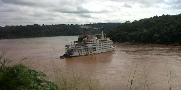 Creciente liberó el barco casino en Puerto Iguazú