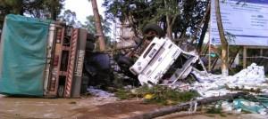 Camión protagonizó un espectacular vuelco en pleno centro de El Soberbio