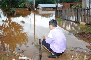 La ayuda llega en bote o por aire en varias de las zonas más inundadas