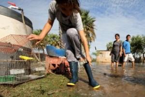 Asisten a 1180 familias por la crecida del Paraná en Chaco