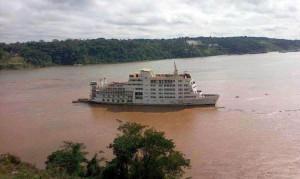 A la deriva. El barco fue rescatado siete kilómetros aguas abajo del puerto.