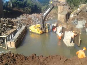 Avanza construcción de bases de hormigón en el puente de Acaraguá