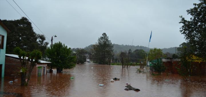 Ya son más de 600 las familias evacuadas en unas ocho localidades afectadas por la crecida de ríos y arroyos