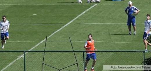 Higuaín jugó para los suplentes en el entrenamiento de la Selección en Brasil
