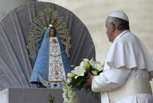La imagen de la Virgen de Luján bendecida por el Papa llega este domingo a Misiones