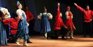 Con el ritmo de los ballets de las colectividades comenzó la Pre Fiesta del Inmigrante