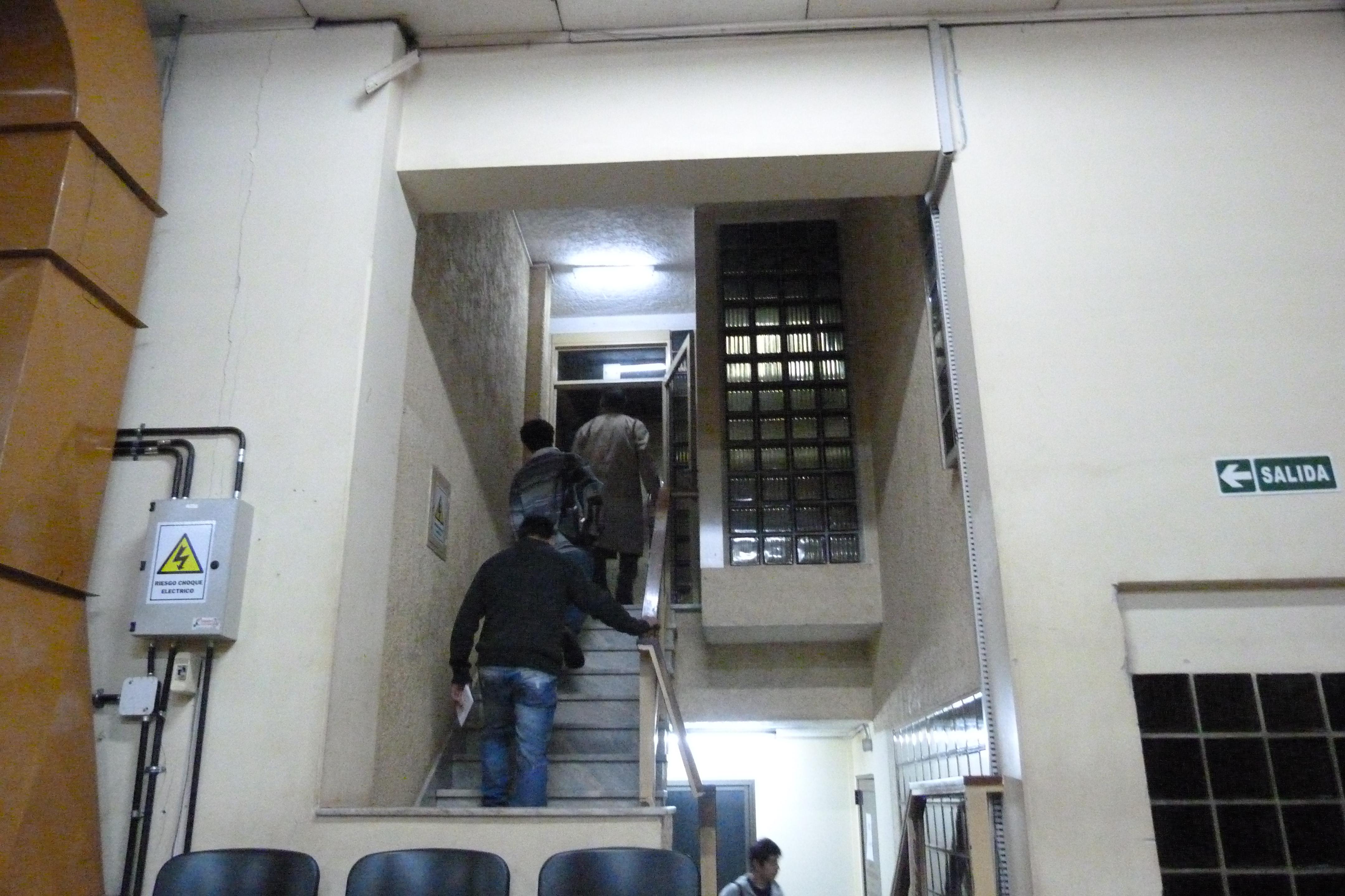 Testigos coincidieron en que Guirula fue golpeado bastante dentro del motel y que de allí salió esposado