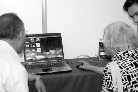 Una enseñanza especial: adolescentes enseñan tecnologías a abuelos