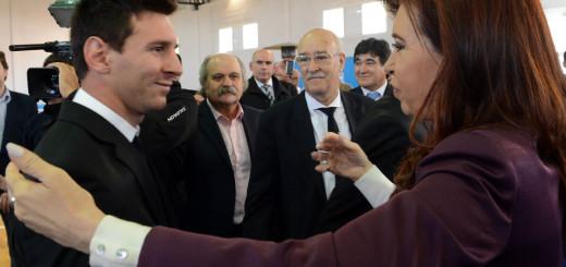 La Selección tuvo una multitudinaria bienvenida y luego fue recibida por Cristina Fernández