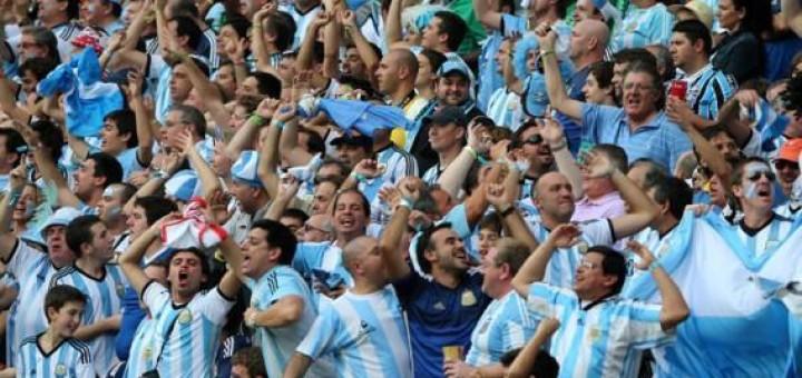 La Argentina ganó con el corazón y avanzó a cuartos de final
